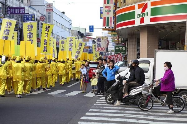 Шествие в поддержку 64 млн вышедших из организаций китайской компартии. Тайвань. 21 ноября 2009 год. Фото: The Epoch Times