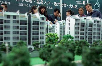 В результате роста цен на недвижимость, все больше китайских семей вынуждены тратить сбережения, накопленные в течение всей жизни или даже сбережения нескольких поколений на покупку жилья.Фото Getty Images