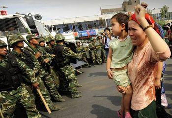 Акция протеста уйгур в Урумчи. Фото: AFP