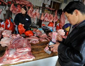 В Китае цены на свинину растут уже на протяжении 80 дней с 13 июня. Фото: Teh Eng Koon/AFP/Getty Images