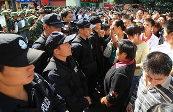 Фото с места событий. Город Урумчи. 3 сентября 2009 год. Фото: AFP