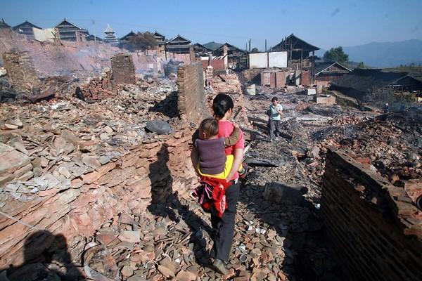 В результате пожара в деревне Тудун сгорело более 300 домов. Фото с epochtimes.com