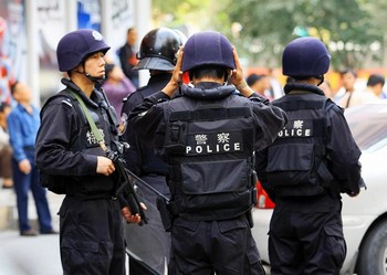 Китайские коммунистические власти усилили идеологическую обработку уйгуров. Западный район СУАР. 21 сентября 2009 год. Фото: STR/AFP/Getty Images