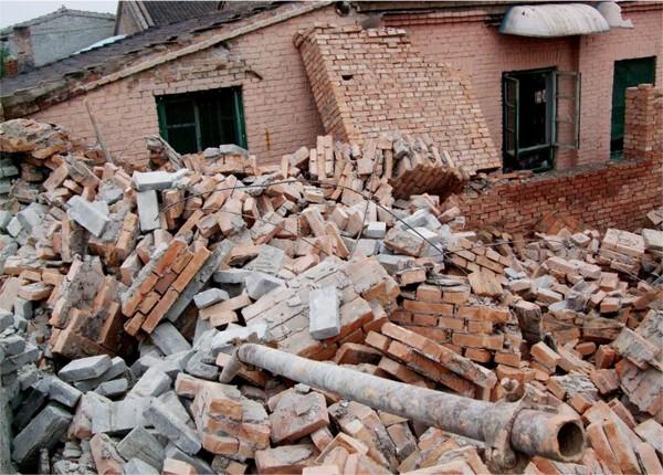 Бульдозерами и экскаваторами были разрушены недостроенные здания фабрики и разбиты дороги. Фото с epochtimes.com