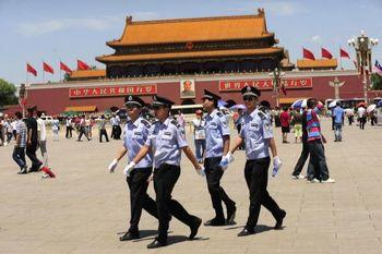 Накануне празднования 60-летия правления компартии, в Пекине усилен контроль и проверки. Фото: GETTY IMAGES