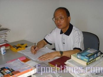 Адвокат-правозащитник Чжен Энчун. Фото: The Epoch Times