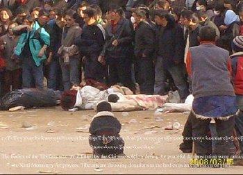 Тибетцы, убитые солдатами китайской компартии во время акций протеста 14 марта 2008 года. Фото с epochtimes.com