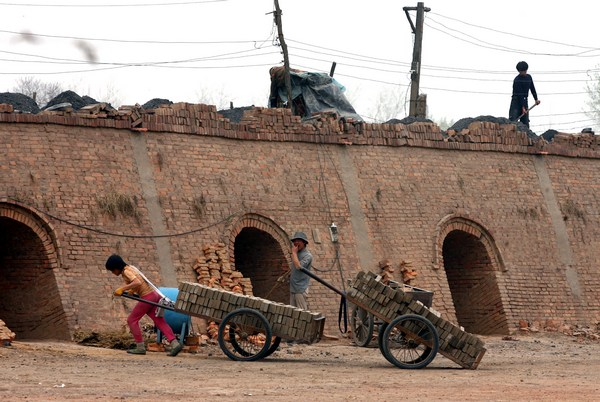 В Китае украденных детей зачастую используют для рабского труда. Провинция Шаньси. Фото с secretchina.com