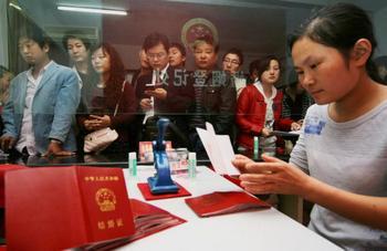 Китайские ЗАГСы в день 60-летия КНР не будут оформлять разводы. Фото: GETTY IMAGES