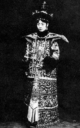 Жена Пу И императрица Вань Жун. Фото с secretchina.com