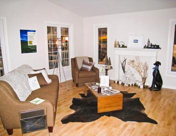 Плантаторский шик: В гостиной соевого дома есть разные предметы, сделанные из сои, в том числе и поролон в диване. Фото с сайта theepochtimes.com