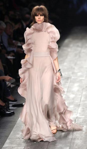 Коллекця Valentino сезона весна-лето 2010 на Неделе моды в Париже. Фото: PIERRE VERDY/AFP/Getty Images