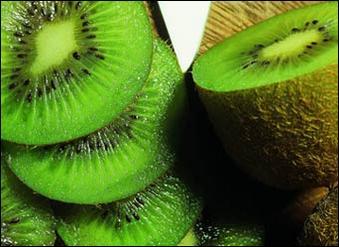 Результаты тестов показали, что людям с повышенным давлением необходимо регулярно включать киви в рацион питания. Фото с epchtimes.com