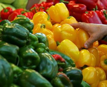 Вы только посмотрите, как много натуральных экзогенных антиоксидантов содержится в растительной пище – это и овощи, и фрукты, и ягоды.  Фото: David Silverman/Getty Images