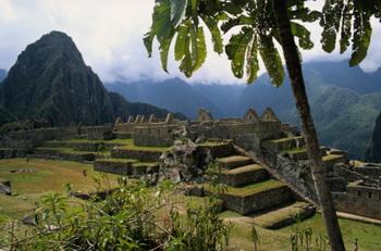 Изначально картофель произрастал на обширной территории Анд, на всем протяжении от древнего города Куско до озера Титикака. Возможно инки выращивали его даже на вершинах гор в окрестностях Мачу Пикчу. Фото: Sexto Sol/Getty Images