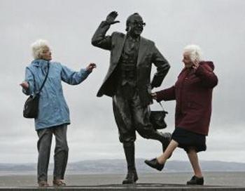 Танцы помогают избежать умственной деградации после выхода на пенсию.  Фото: Christopher Furlong/Getty Images
