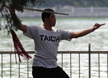 Китайская медицина о здоровом образе жизни. Во времена династии Чжоу многие даосы уединялись в высоких горах, чтобы посвятить свою жизнь поиску путей к истине и достичь просветления разума.Фото: China Photos/Getty Images News
