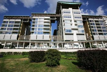 Недвижимость в Москве. Цены на квартиры в сфере элитного жилья снизились не 30% - 50%. Фото: Oleg Nikishin/AFP/Getty Images