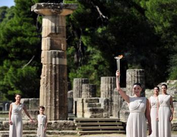Здоровый образ жизни - отражение внутренней гармонии. Первостепенное значение в обретении здоровья древние греки уделяли отнюдь не физической культуре, а душевному состоянию. Фото: ARIS MESSINIS/AFP/Getty Images