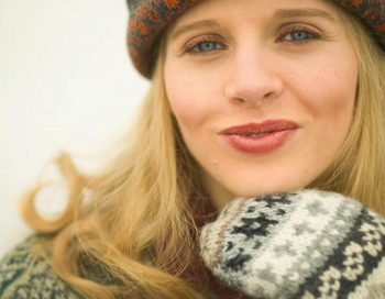 Чтобы сохранить здоровые губы, требуется соблюдать всего три правила: очищение, увлажнение и защита от солнца. Фото с сайта Photos.com