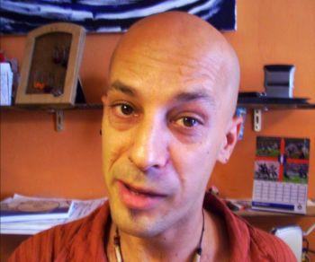 38-летний владелец книжного магазина, Леонардо Олива. Фото: Великая Эпоха