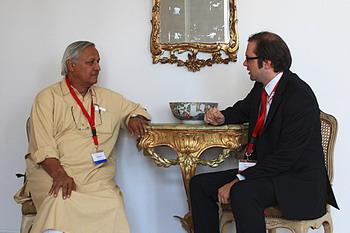 Санджит Банкер Рой и Флориан Годовитц во время интервью. Фото: Кристина Грову
