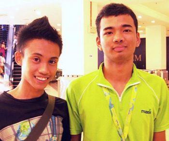 Хавиз (слева) и Эзван (справа), обоим 19 лет, студенты. Фото: Великая Эпоха