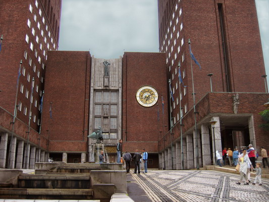 Осло. Городская ратуша. Здесь каждый год Нобелевским лауреатам вручают премию мира. Фото: Ирина Рудская/ The Epoch Times