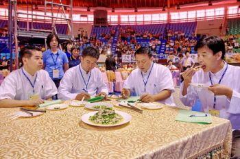 Судьи дегустируют блюда на отборочных этапах кулинарного конкурса учрежденного телекомпанией NTDTV для Азиатско - Тихоокеанского региона в этом году. Фото: Великая Эпоха