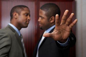Конфликты могут возникнуть в любой момент нашей жизни. Фото: photos.com