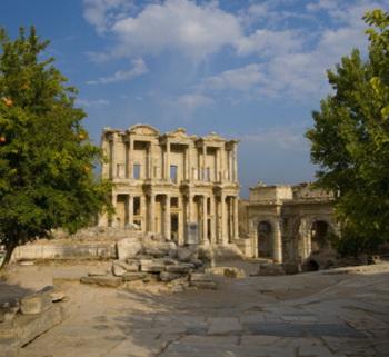 Гераклит о морали, этике и человеческих пороках: Эфес, вид на древнюю библиотеку.  Фото:   Darrell Gulin/Getty Images