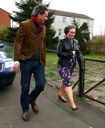 Домохозяйка Сьзан  Бойл  (Susan Boyle), выпустившая диск I Dreamed A Dream с журналистом .Фото: Jeff J Mitchell/Getty Images