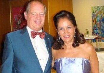 Господин Эрик Лейвраз, президент Большого Совета республики и области Женевы, с супругой. Фото: Лю Вэй/Великая Эпоха