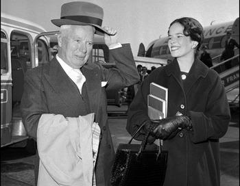Чарли Чаплин и его жена Она в 1959 году. Фото: AFP/AFP/Getty Images