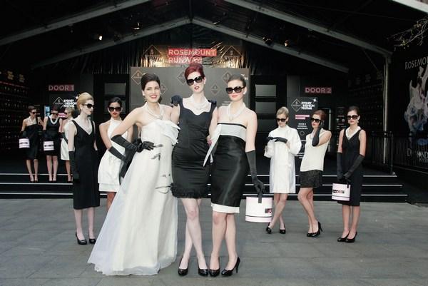 50 ТОП моделей принимали участие в конкурсе в честь Одри Хебборн  (Audrey Hepburn)  в Австралии 17 августа 2009 года. Фото: Sergio Dionisio/Getty Images