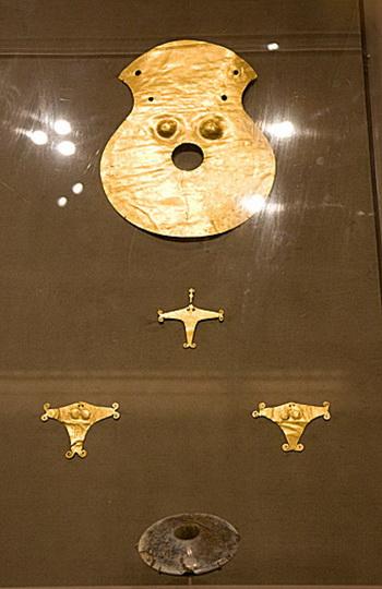 Золотые украшения, выкопанные из гробниц в Дунайской долине, является свидетельством существования металлургии в прошлом. Фото: Джаспер Фэккерт/ Великая Эпоха (The Epoch Times )