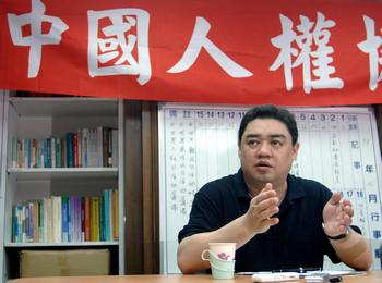 Уэр Кайси (Wuer Kaixi) – лидер повстанцев на площади Тяньаньмэнь в 1989 году. В настоящее время является  диссидентом и вынужден жить за пределами Китая во избежании преследований со стороны коммунистического режима страны. Фото: PATRICK LIN/AFP/Getty Images