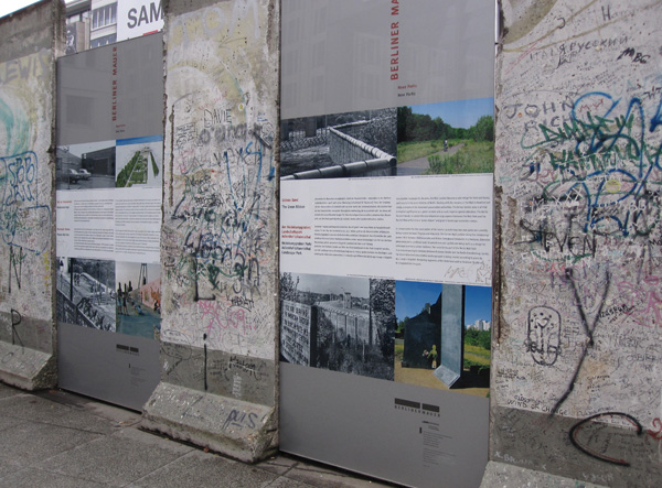 Фрагмент Берлинской стены на Потсдамской площади (англ. Piece of Berlin Wall at Potsdamer Platz). Фото: Ирина Лаврентьева/Великая Эпоха