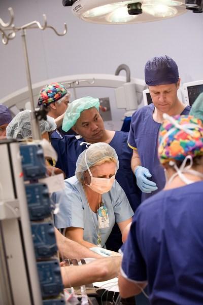 Проведение операции. Andrew Greensmith. Фото: The Royal Childrens Hospital Melbourne via Getty Images