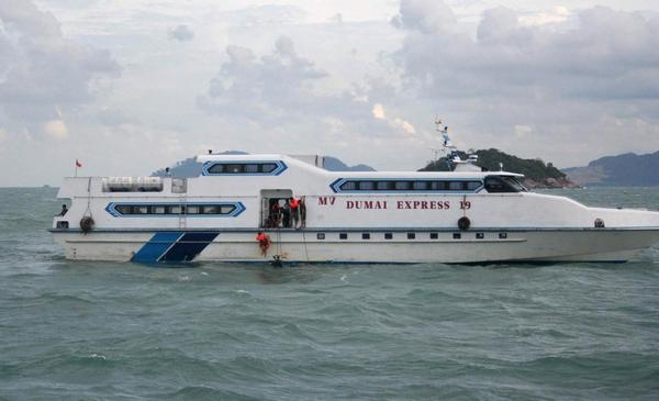 Более 240 человек были спасены с затонувшего у берегов Индонезии парома.Фото: ANDRI/AFP/Getty Images