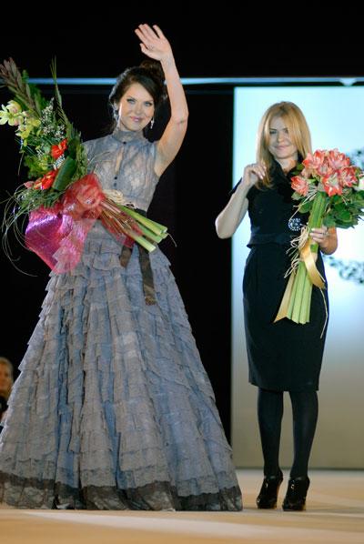 Показ коллекции украинского дизайнера Айны Гассе сезона весна-лето 2010 в Киеве 4 октября. Фото: Владимир Бородин/The Epoch Times