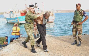 Задержание членов команды грузового судна. Фото: AFP /Getty Images