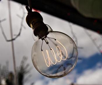 Пора экономить электроэнергию! Фото: Leon Neal/AFP/Getty Images