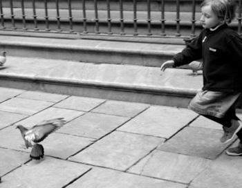 Маленьких воспитанников школы-интерната для слабослышащих детей ожидает масса приятных сюрпризов. Фото: Sami Sarkis/Getty Images
