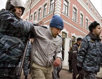 В Петербурге «день единства» отметили столкновением националистов и антифашистов. Фото: NATALIA KOLESNIKOVA/AFP/Getty Images