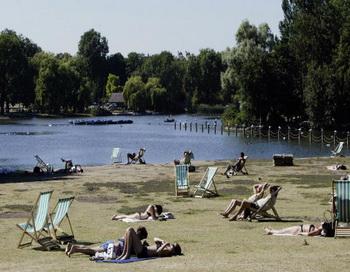 Против захвата озер собраны тысячи подписей. Фото: Steve Finn/Getty Images