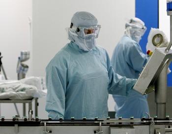 За стуки по данным лабораторных исследований выявлено 18 больных  гриппом A(H1N1), в том числе десять беременных женщин (55,6%), сообщили  2 ноября в управлении Роспотребнадзора по Забайкалью. Фото: THOMAS COEX /AFP /Getty Images
