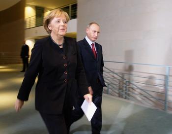 Путин и Ангела Меркель.  Фото: Andreas Rentz/Getty Images