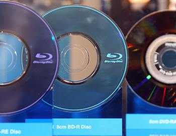 Диски Blu-ray. Фото: ROBYN BECK/AFP/Getty Images