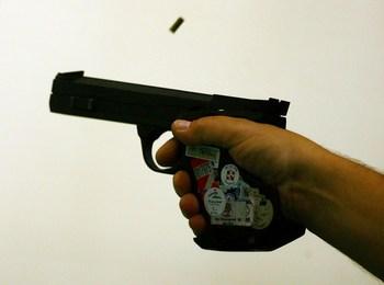 В Омске милиционер расстрелял девушку и таксиста и покончил с собой. Фото: China Photos/Getty Images